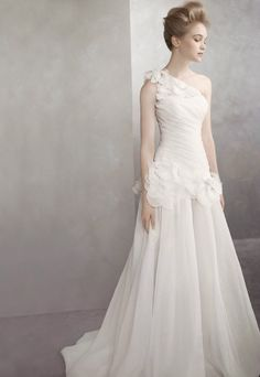 NEW Vera Wang One-Shoulder Organza Wedding Gown VW351090 Soft White (size 8) in Clothing, Shoes & Accessories | eBay