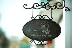 Ide buat diatas pintu si coffee shop, buatnya ditukang2 las yg pager2 dan teralis, ky model papan nama restoran / cafe di UK pakai yg ini. Gw ga tau ini namanya apa. Tp menurut gw unik buat ditaro diatas coffee shop :)