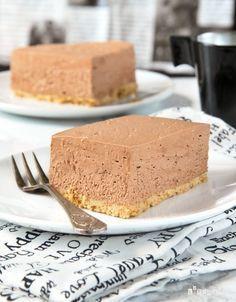 Tarta de queso, café y chocolate {sin horno} Ingredientes (molde 23 cm.): 200 grs. galletas tipo Digestive, trituradas 100 grs. mante...