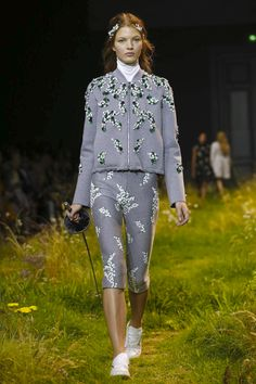 Moncler Gamme Rouge Ready To Wear Spring Summer 2016 Paris - NOWFASHION