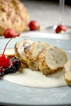 La preparación de pechuga de pollo rellena de plátano es una receta de pollo fácil, perfecta para ofrecerle algo diferente a tú familia. Son pechugas fritas con un delicioso relleno de plátano tabasco machacado. ¡Tienes que probarlas!, sencillamente están deliciosas.