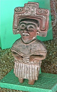 Clay figure of a woman, Xochitécatl museum.