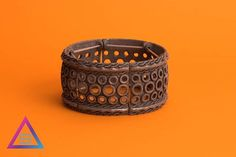 zpr Pulseira de polvo ultra diferentona. 🐙🐙🐙 Ela fica bem legal com composições e também pode ser usada com relógio e sozinha.  #pulseirismo #pulseira #acessorios #beu #beuacessorios #still #ecommerce #share #compartilhe #boy #boyfashion #fashion #produto #brinco #colar #neckless #ring #blogger #blogueira #polvo #octaplus #alone #junto #separado #diferentona