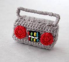 Crochet a Boombox Amigurumi – So Miniature! Crochet Music, Cute Crochet, Crochet Dolls, Knit Crochet, Amigurumi Doll, Amigurumi Patterns, Crochet Patterns, Crochet Furniture, Accessoires Barbie