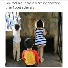 Lee Realised There Is More In This World Than Fidget Spinners - Funny Memes Funny Cartoon Memes, Most Hilarious Memes, Funny Adult Memes, Funny Spanish Memes, Adult Humor, Funny Comics, Funny Jokes, Funny Images, Funny Photos