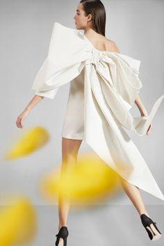Carolina Herrera Pre-Fall 2020 Fashion Show - Vogue Fashion 2020, Runway Fashion, Fashion Show, Fashion Tips, Fashion Trends, Fashion Weeks, London Fashion, 80s Fashion, Korean Fashion