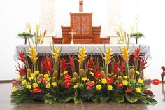 """Alternative altar arrangement: This goes on the floor in front of the altar and """"grows"""" upward. This is not a good option if people will be standing in front of it most of the time. This style lends itself to soldier-straight plant materials. Tropical Flower Arrangements, Funeral Flower Arrangements, Beautiful Flower Arrangements, Beautiful Flowers, Altar Flowers, Church Flowers, Funeral Flowers, Church Altar Decorations, Flower Decorations"""