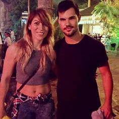 Old/new fanpic of Taylor (September 27, 2015)