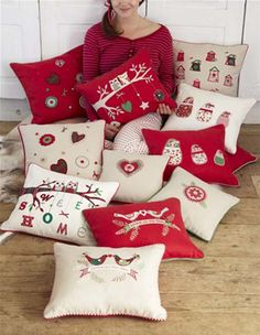 owls and partridge Christmas Pillows Christmas Makes, Christmas Mood, All Things Christmas, Christmas Cushions, Christmas Pillow, Christmas Projects, Christmas Crafts, Applique Cushions, Design Textile