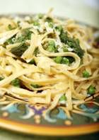 This spring pasta primavera is a timesaving vegeterian recipe!