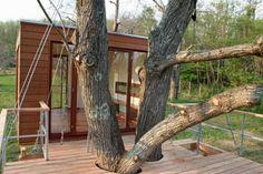 Quem nunca imaginou ter uma casa na árvore? O arquiteto alemão Andreas Wenning coloca em prática nosso desejo de criança com o projeto BaumHaus (Casa na Árvore) – um parque de diversões para crianças. Um refúgio para os adultos! A criação destas residências exclusivas tem início à partir de lugares pequenos e habitáveis. O planejamento (...)