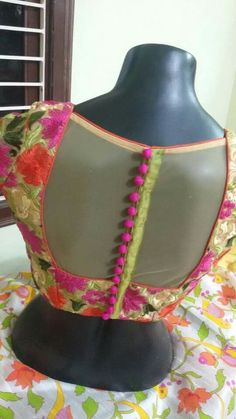 The blouse designs to help give you the perfect look - Ozyfashion Blouse Back Neck Designs, Choli Designs, Saree Blouse Patterns, Fancy Blouse Designs, Kurta Designs, Garra, Stylish Blouse Design, Blouse Styles, Indian Designer Wear