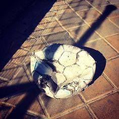 #balondefutbol  pinchado no te desesperes y ahorra dinero para el siguiente #balón #takecare #nosvemosenlastiendas by #simbiosc #simbiosctv