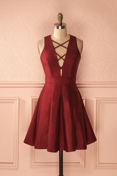"« Promis et juré », dit-elle, une main sur le coeur.  ""Cross my heart and hope to die,"" she promised. Burgundy lace-up neckline dress https://1861.ca/collections/products/zoelie-bourgogne"