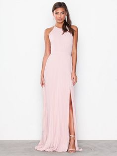 c73861f51011 Nelly.com  Pleated Lace Gown - NLY Eve - kvinna - Rose. Nyheter