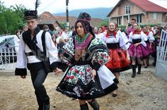 Celebration of a traditional Romanian wedding in traditional dresses at July, in Gherta Mica, Romania Folk Costume, Costumes, Romanian Wedding, Village Festival, Traditional Dresses, Traditional Weddings, People Of The World, Wedding Attire, Wedding Couples