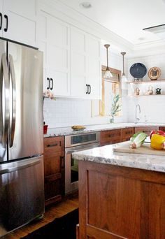 kitchen decor Craftsman kitchen with white upper cabinets and dark wood lower cabinets Tips On Buyin Kitchen Cabinet Trends, Kitchen Cabinet Design, Kitchen Remodel, Wood Kitchen, Walnut Kitchen, Craftsman Kitchen, New Kitchen Cabinets, Kitchen Renovation, Walnut Kitchen Cabinets