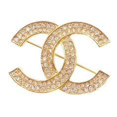 An authentic, vintage Chanel CC rhinestone gold pin and brooch. This is marked Chanel and comes with the original box. It is still very shiny and new and woul… Gold Rhinestone, Rhinestone Jewelry, Crystal Jewelry, Gold Gold, 18k Gold, Broche Chanel, Chanel Chanel, Karl Lagerfeld, Estilo Coco Chanel