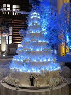 Gorgeous Wedding Cake Fresh Flowers Combo You Will Love – Bridezilla Flowers Huge Wedding Cakes, Castle Wedding Cake, Extravagant Wedding Cakes, Elegant Wedding Cakes, Beautiful Wedding Cakes, Wedding Cake Designs, Beautiful Cakes, Elegant Cakes, Wedding Themes