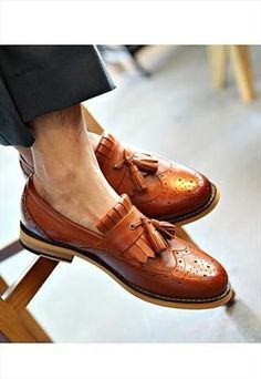 Find that middle ground between formal and casual with these open leather tassel loafers! Formal Loafers, Formal Shoes, Casual Shoes, Loafer Shoes, Loafers Men, Men's Brogues, Leather Loafers, Men Dress, Dress Shoes