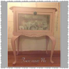 """Lief brocant theekastje in oud-roze made by """" Toen naar Nu"""""""