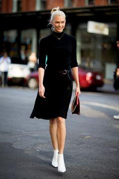 Karlie Kloss New York Fashion Week Street Style Spring 2018 New York Fashion Week Street Style, Spring Street Style, Cool Street Fashion, Street Style Looks, Virtual Fashion, White Boots, Trends, Chic Dress, Mode Style