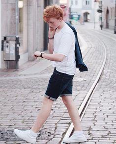 @erikschlz wearing our POCKET made of Tencel Cotton. #funktionschnitt #wearthedifference #tencel #perfecttee #tshirt #mensfshion #mensshirts #slowfashion #organiccotton #knowyourmaterials #summer #summerfashion