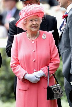 Queen Elizabeth II Photos - Queen Elizabeth II arrives into the Parade Ring on the fourth day of Royal Ascot at Ascot Racecourse  on June 17, 2016 in Ascot, England. - Royal Ascot - Day 4