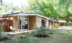 MidCentury talks to the owners of a Mid Century Ranch Home in Berkshire about their recent bungalow renovation project. Mid Century Ranch, Mid Century House, Modern Bungalow House, Mcm House, Grandma's House, Bungalow Homes, Story House, 1960s House, Mid Century Exterior