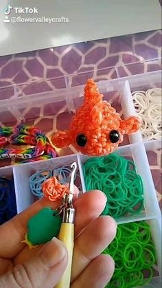 Goldfish Rainbow Loom Rubber Band Loomigurumi Squishy 3D Figure Plush Tiny Animal Charm Crochet Amig Rainbow Loom Patterns, Rainbow Loom Creations, Rainbow Loom Bands, Rainbow Loom Charms, Rainbow Loom Bracelets, Rainbow Loom Animals, Loom Band Bracelets, Rubber Band Bracelet, Diy Crafts For Girls