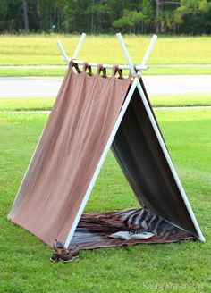 No-Sew Reading Tent for Kids - Raising Whasians - Modern Design Diy Teepee, Teepee Tent, Teepees, Outdoor Forts, Indoor Tents, Kids Tents, Teepee Kids, Pvc Tent, Reading Tent