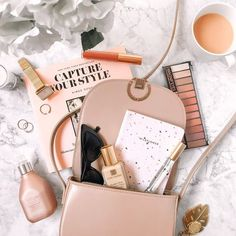 best ideas makeup sencillo blancas - My best makeup list Flatlay Makeup, Flatlay Styling, Flat Lay Photography, Makeup Photography, What In My Bag, Makeup Blog, Makeup List, High End Makeup, Makeup Collection