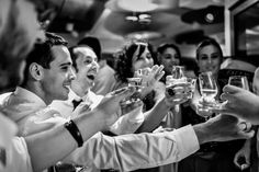 Para nosotros toda la boda es una fiesta de principio a fin. Sin embargo, es a partir del bailede los novios cuando todas las emociones explotan y nos quitamos la formalidad de encima. Nos gusta captar todo ese desenfreno tal y como sucede. Por ello le damos especial importancia a este momento del reportaje.