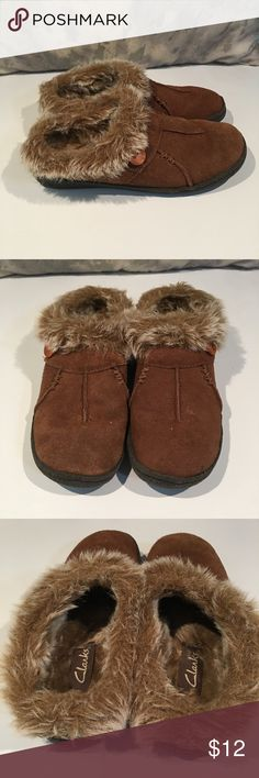 ❤️❤️CLARKS FURRY SLIPPERS ❤️❤️ These are great slippers.  Still fluffy on the inside.  We are cleaning out closets and have many designer items that need to find a new closet.  PRICED TO SELL QUICKLY!!! Bundle bundle bundle for additional savings. Clarks Shoes Slippers