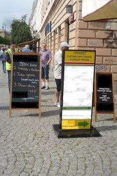 """Drogowcy kontra """"potykacze"""". """"Usunęliśmy 600 takich reklam"""" - http://tvnwarszawa.tvn24.pl/informacje,news,drogowcy-kontra-potykacze-usunelismy-600-takich-reklam,191056.html"""