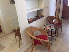 Recepce Feng Shui, Studios, Chair, Furniture, Home Decor, Decoration Home, Room Decor, Home Furnishings, Stool