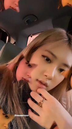 Kpop Girl Groups, Korean Girl Groups, Kpop Girls, Rose Video, Blackpink Video, Divas, Blackpink Icons, Ariana Video, Blackpink Members
