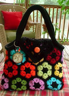 I always like the African Flower Motif but I Really like the flap on this bag!