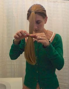 Cutieful Christina: How to cut your own hair. Haven't got the guts yet but thinking abo Diy Hair Trim, Trim Your Own Hair, How To Cut Your Own Hair, Ponytail Haircut, Diy Haircut, Cut Own Hair, Hair A, Diy Hairstyles, Straight Hairstyles