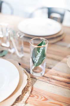 An oh so perfect southern table setting: http://www.stylemepretty.com/living/2017/01/16/love-you-a-brunch-themed-party/ Photography: Micahla Wilson - http://www.micahlawilson.net/