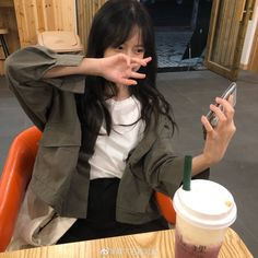 Ulzzang Hair, Ulzzang Korean Girl, Cool Girl Pictures, Girl Photos, Kids Girls, Cute Girls, Petty Girl, Pretty Korean Girls, Casual School Outfits