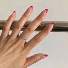 The advantage of the gel is that it allows you to enjoy your French manicure for a long time. There are four different ways to make a French manicure on gel nails. The choice depends on the experience of the nail stylist… Continue Reading → Minimalist Nails, Nail Swag, Nagellack Trends, Funky Nails, Red Tip Nails, Magenta Nails, Red Nail, Silver Nails, Glitter Nails