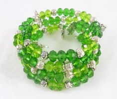 DIY Lucky Charm Memory Wire Bracelet made with Darice componets. Memory Wire Jewelry, Memory Wire Bracelets, Diy Jewelry, Beaded Jewelry, Jewelry Making, Beaded Bracelets, Jewlery, Handmade Jewelry, Trendy Jewelry