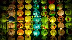 Lantern display celebrating the Mid-Autumn Festival in Singapore (© Khin/Getty Images) Daily Pictures, Travel Pictures, Bing Backgrounds, China National Day, Wallpaper Gallery, Mid Autumn Festival, Fall Harvest, Bing Images, Lanterns