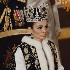 Les secrets de la somptueuse couronne impériale de Farah Diba