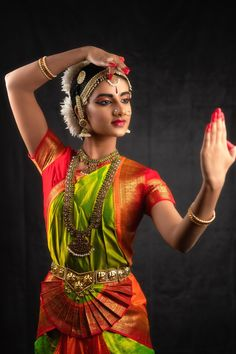 Lovely Girl Image, Beautiful Girl Photo, Beautiful Women, Friend Poses Photography, Dance Photography, Kathak Costume, Indian Classical Dance, Dance Paintings, Dance Images