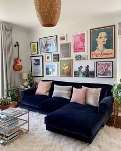 Home Living Room, Apartment Living, Living Room Designs, Living Room Decor, Living Room Gallery Wall, Eclectic Living Room, Apartment Bar, Retro Living Rooms, Living Room Seating