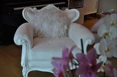 The ultimate armchair in my interiors Accent Chairs, White Fur, Armchairs, Projects, Interiors, Furniture, Studio, Decoration, Design