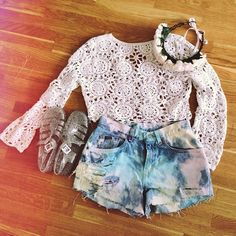 Crochet crop top, Juju jellies, floral headcrown and Waiste denim shorts! Jelly Shoes, Jelly Sandals, Juju Jellies, Jelly Time, Summer Outfits, Cute Outfits, Crochet Crop Top, Vintage Crochet, Denim Shorts