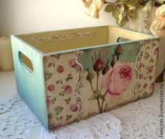 Get a wooden box like this and decorate for my office Decoupage Box, Decoupage Vintage, Shabby Chic Crafts, Shabby Chic Decor, Wood Crates, Wood Boxes, Altered Boxes, Diy Décoration, Sewing Box